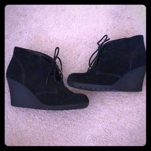Bass lace up bootie